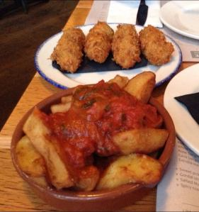 Ibérico ham croquettes and fried potatoes in bravas sauce