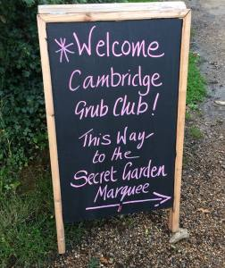 Grub Club Sign