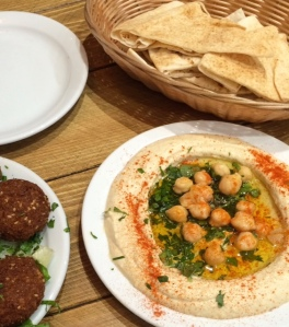 lagona-hummus-and-pitta