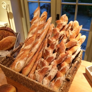 white-cottage-bakery-baguette-pain-depi