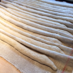 white-cottage-bakery-baguettes-couche
