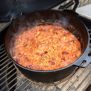 chilli-con-carne-big-green-egg-dutch-oven