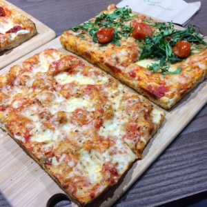signorellis-deli-margherita-pizza