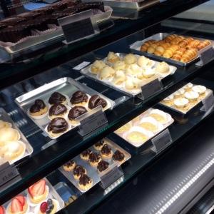 signorellis-deli-pastries