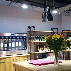 signorellis-deli-wine-dispenser