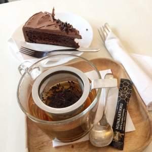 sweet-vaasa-cake-tea