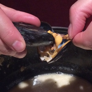 the-ship-hotel-mussels-technique