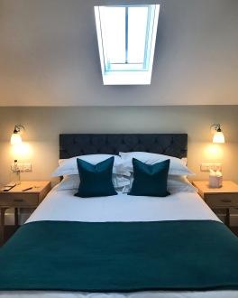The Crown & Punchbowl Horningsea Cambridge Hawking room bed