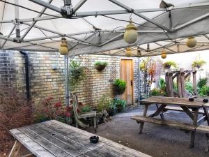 The Flying Pig Cambridge back garden
